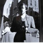 © Vivian Maier, Autoritratto – Collezione Association Vivian Maier et le Champsaur, Fondo John Maloof_ridotta